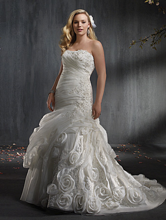 2014 plus size wedding dress trends real women have curves blog. Black Bedroom Furniture Sets. Home Design Ideas